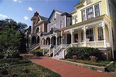 Fine old houses along the cobblestone streets take you back to the genteel days of the Old South.